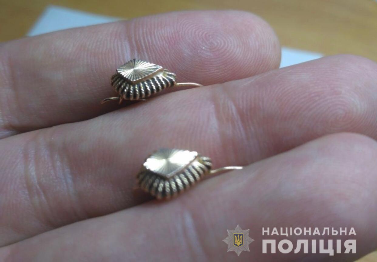 «Сорвали золотые украшения»: подробности нападения на женщину. Новости Днепра