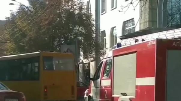 В Днепре водитель маршрутки не пропускал машину спасателей. Новости Днепра