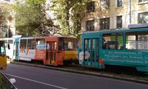В Днепре трамвай сошел с рельс: движение заблокировано