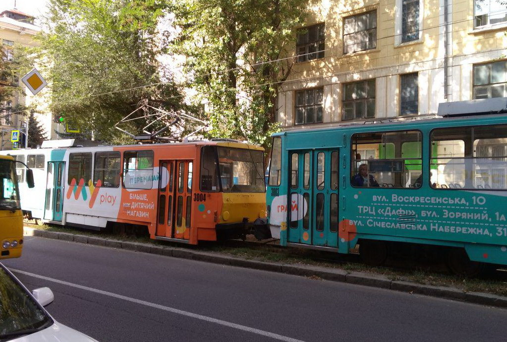 В Днепре трамвай сошел с рельс: движение заблокировано. Новости Днепра