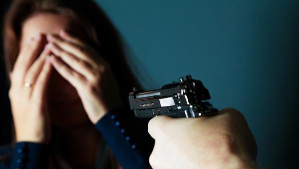В бронежилете и с пистолетом: днепрянин угрожал застрелить своих мать и жену. Новости Днепра