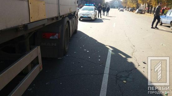 «Сигналил 4 раза»: мужчина попал под колеса фуры. Новости Днепра