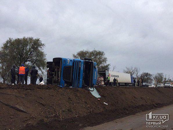 На трассе Днепр-Кривой Рог перевернулась фура: движение заблокировано. Новости Днепра