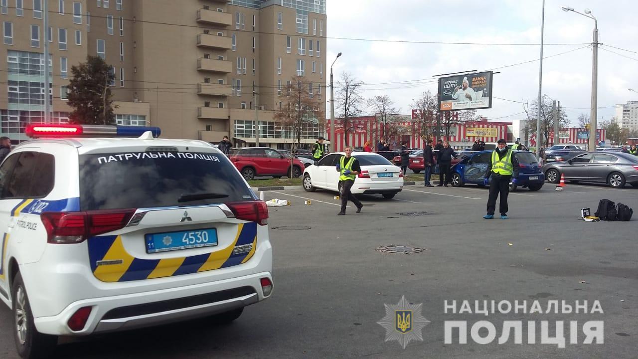 Есть погибшие и раненные: в Харькове на парковке супермаркета произошла перестрелка. Новости Украины