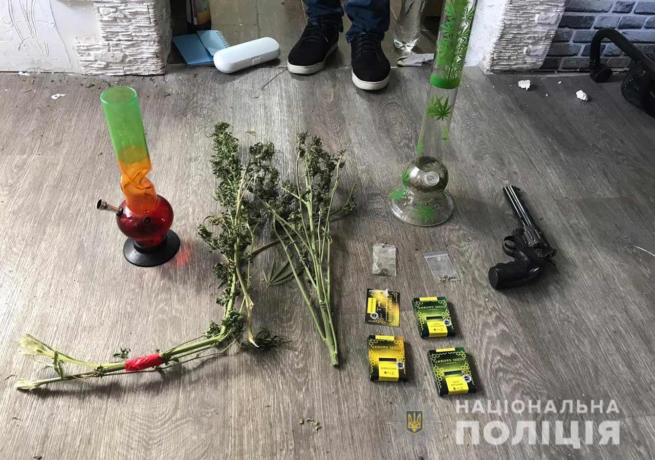 Марихуана на 250 тысяч гривен: мужчине не удалось скрыть «свое богатство». Новости Днепра