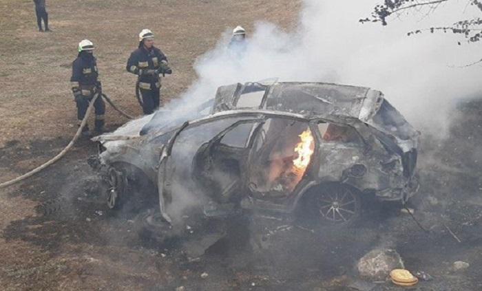 Сгорело полностью: в Днепре авто на полном ходу слетело в кювет. Новости Днепра