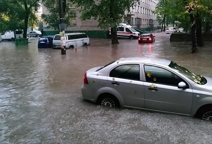 В Днепре улицы превратились в реки. Новости Днепра