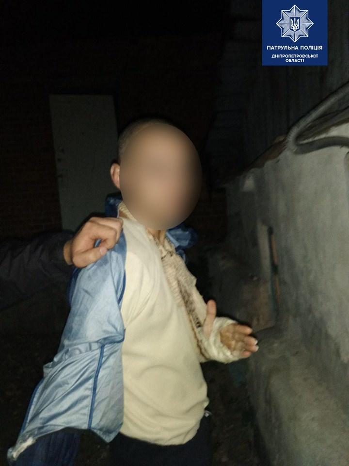 Ударил по лицу и обокрал: нападение на женщину в Днепре. Новости Днепра