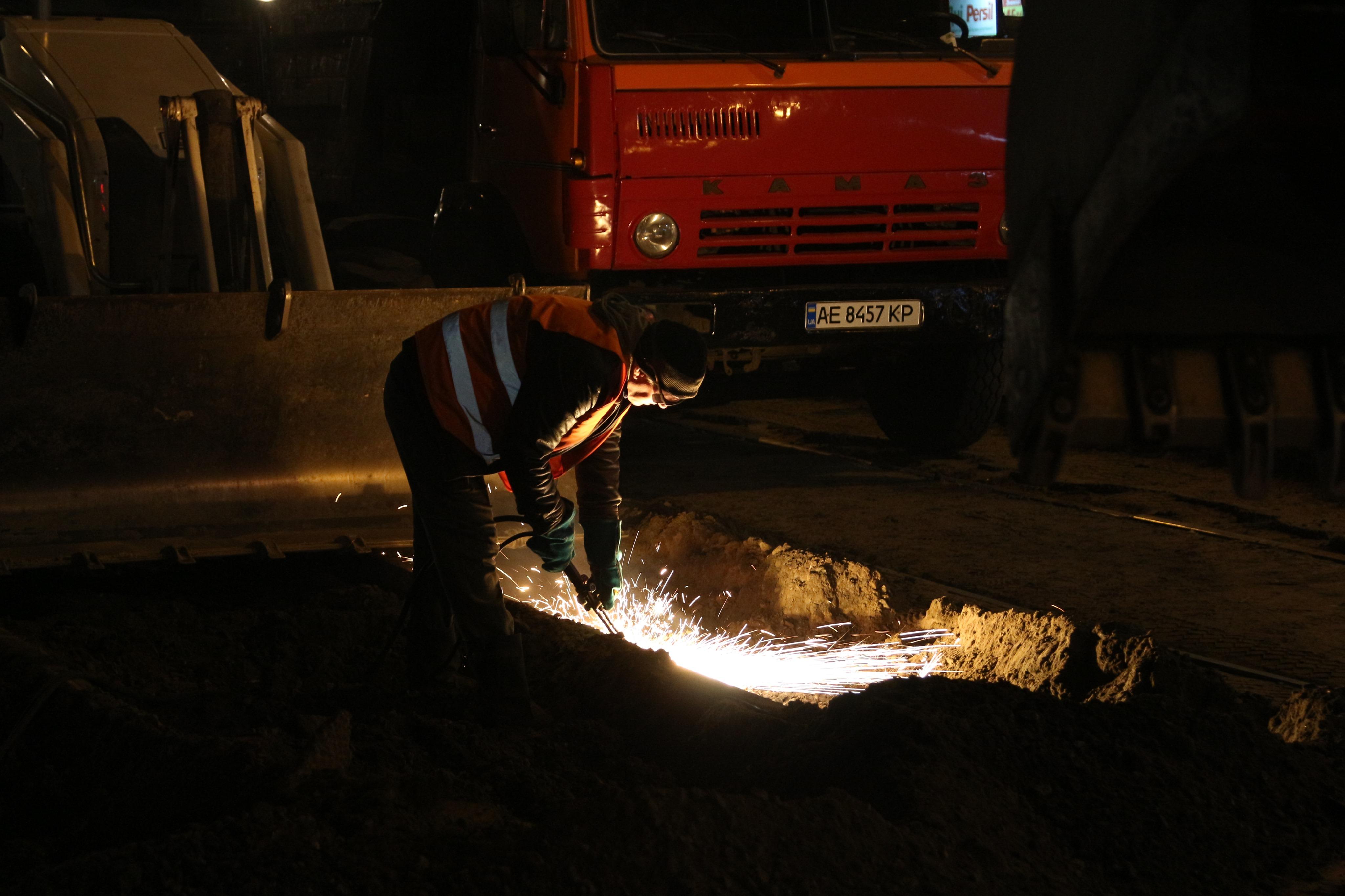 «Долгожданный ремонт»: в Днепре взялись за аварийные трамвайные колеи. Новости Днепра
