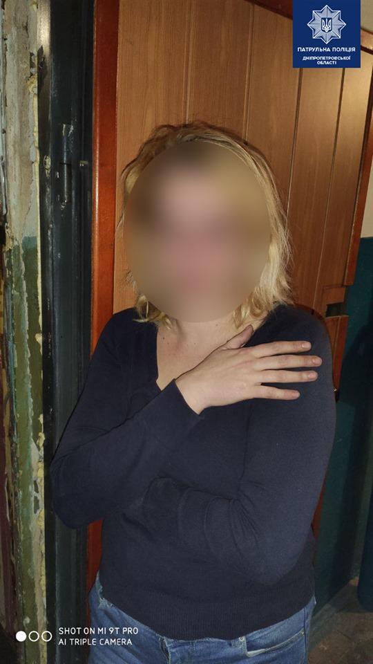 12-летняя девочка вызвала полицию из-за пьяной драки ее матери и соседа. Новости Днепра
