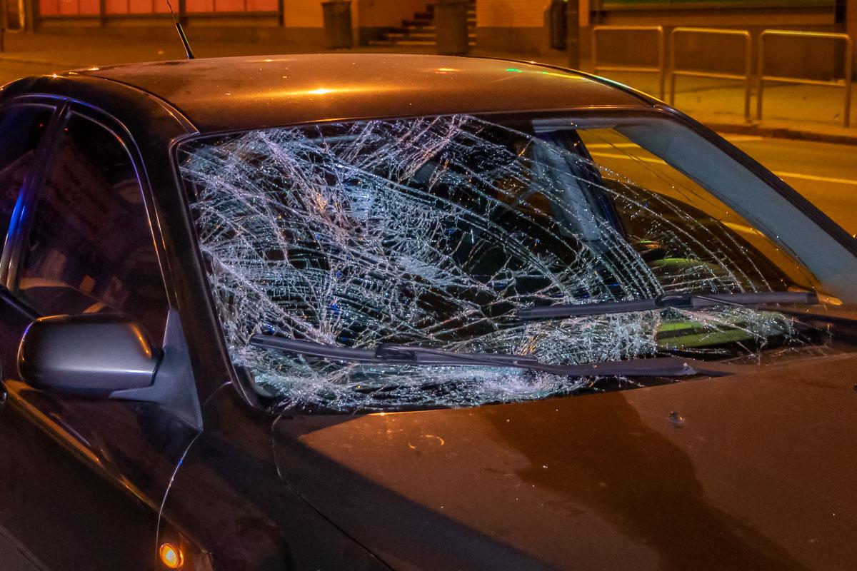 «Лобовое стекло вдребезги»: в Днепре авто сбило пешехода. Новости Днепра