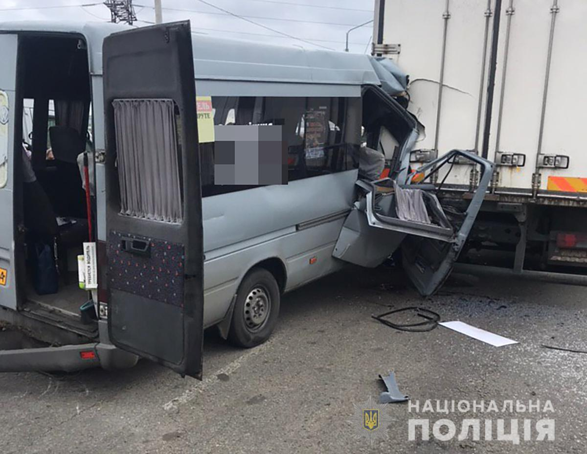 Смертельное ДТП с 11-ю пострадавшими: водитель маршрутки сбежал из больницы. Новости Украины