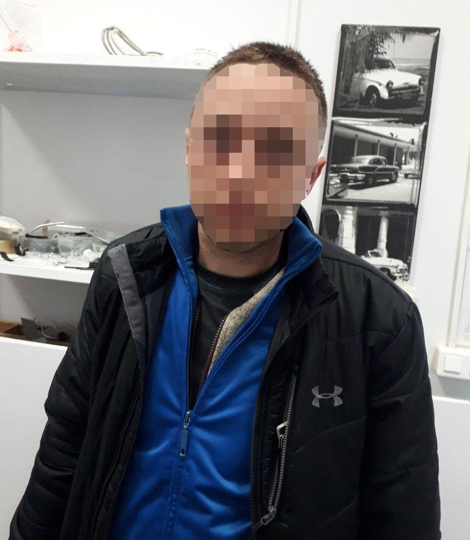 «Оделся в краденное»: в Днепре мужчина пытался нагло ограбить магазин. Новости Днепра