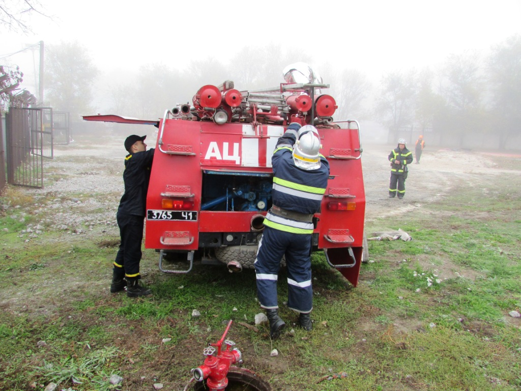 Несколько пожарных машин направили на склад топлива: что происходит. Новости Днепра