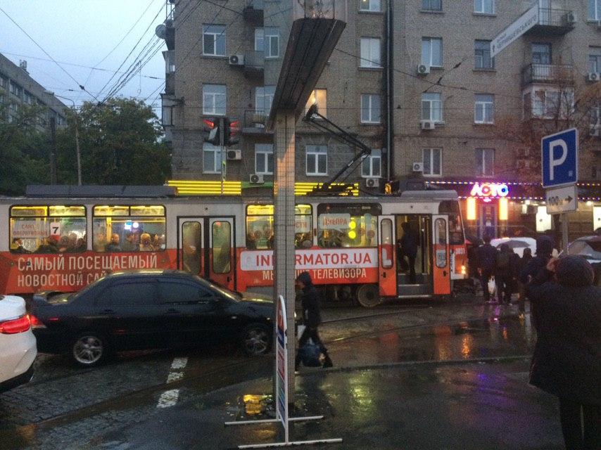 Серьезное ДТП в Днепре: город стоит в пробках. Новости Днепра