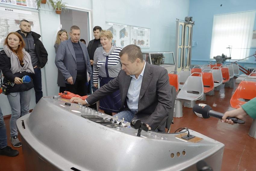 Филатов приглашает водителей трамваев и троллейбусов. Новости Днепра
