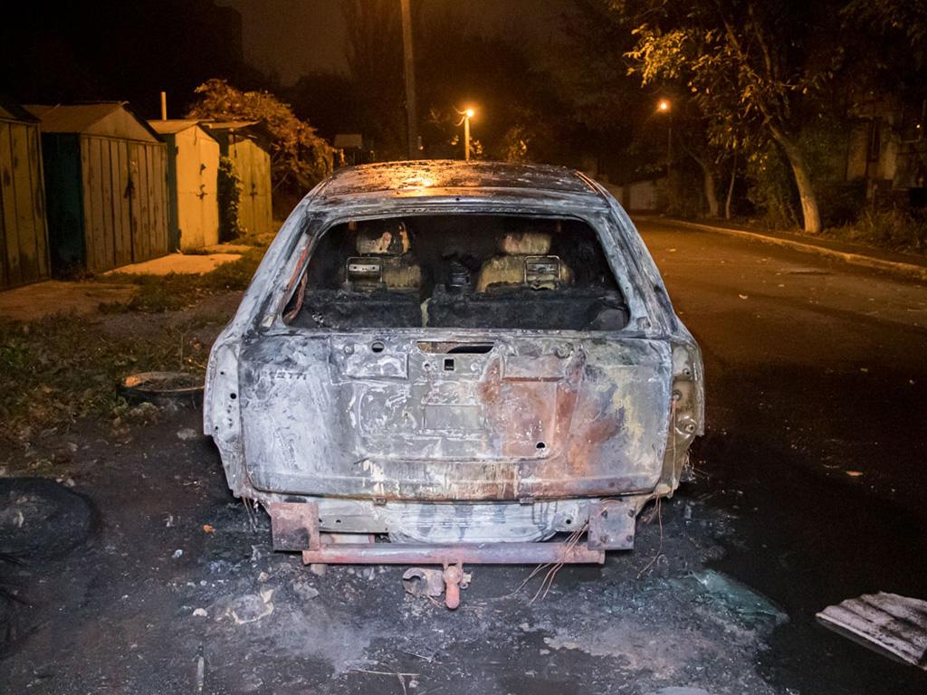 «Еще одна в коллекцию»: ночью в Днепре сгорела машина. Новости Днепра