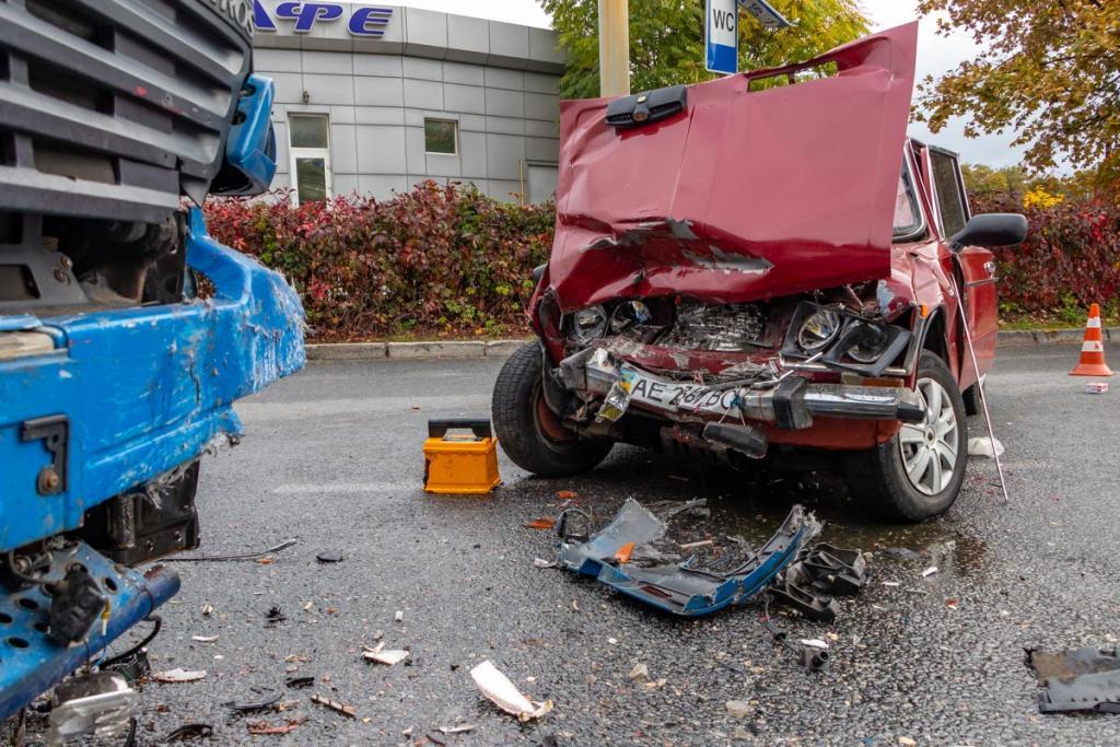 Столкнулись автомобили, водитель погиб. Новости Днепра
