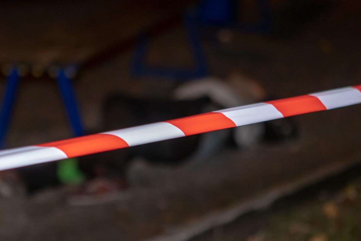 Девушка на детской площадке обнаружила тело мужчины. Новости Днепра