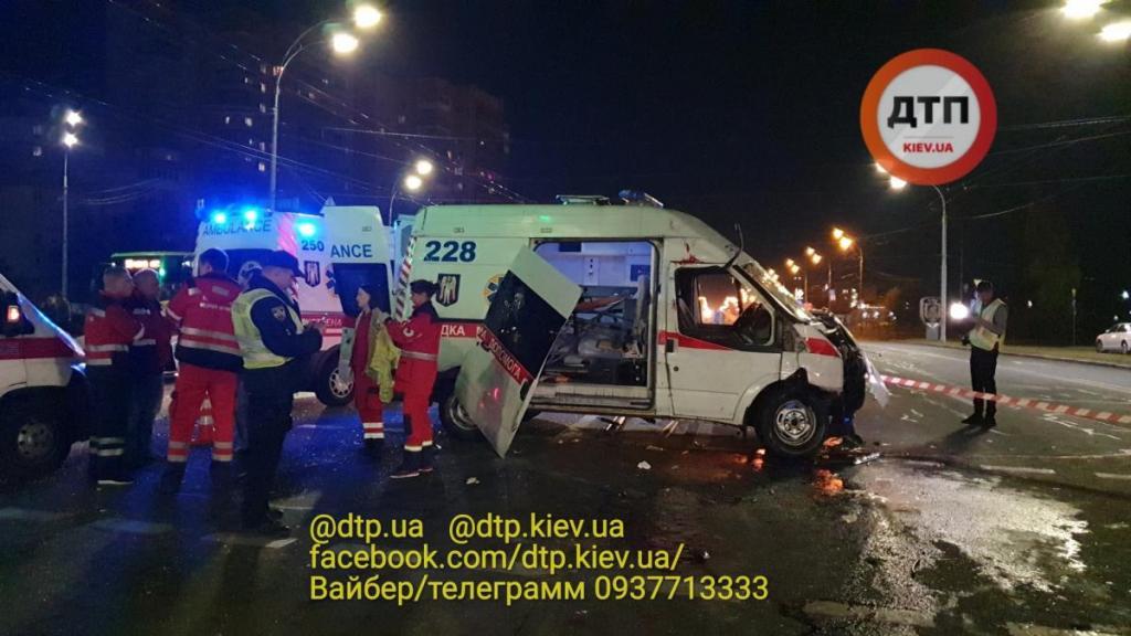 Скорая влетела в легковушку. Новости Украины