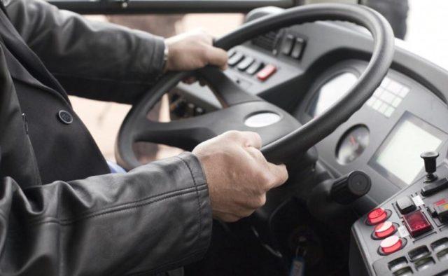 «Я спешу»: в Днепре водитель маршрутки придавил дверью женщину и ребенка. Новости Днепра