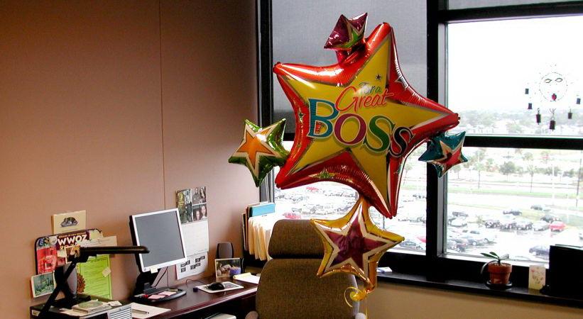 Поздравьте своего начальника: что отмечают 16-го октября