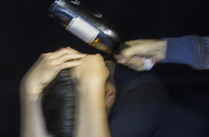 «Как в кино»: мужчину ударили бутылкой по голове и обокрали. Новости Днепра