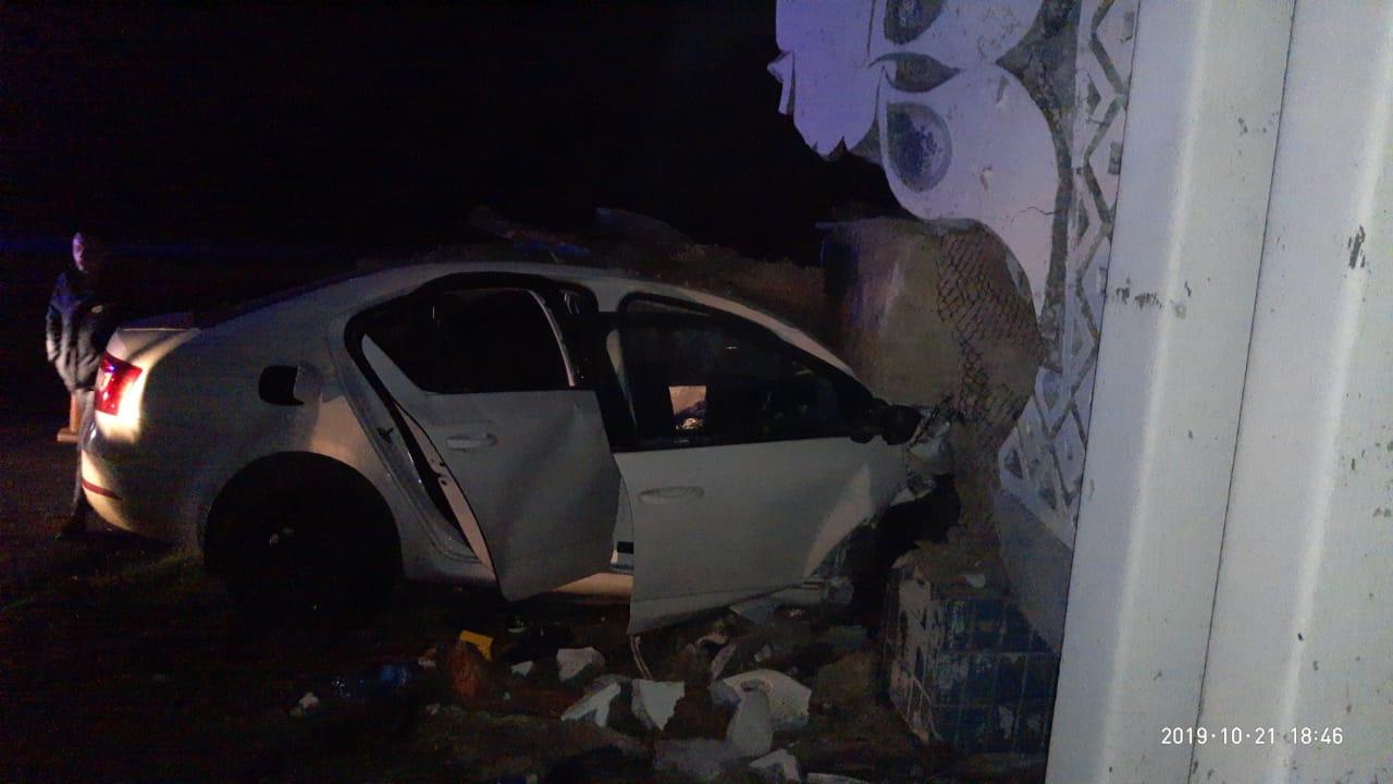 Под Днепром авто врезалось в стелу: водитель погиб. Новости Днепра