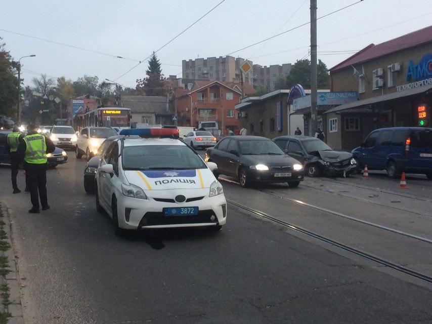 Жесткое столкновение двух авто: Днепр стоит в пробках. Новости Днепра