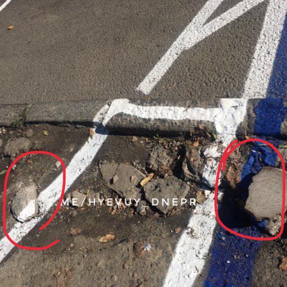 «Теперь это парковка»: разметку нанесли по грязи и на проезжей части. Новости Днепра
