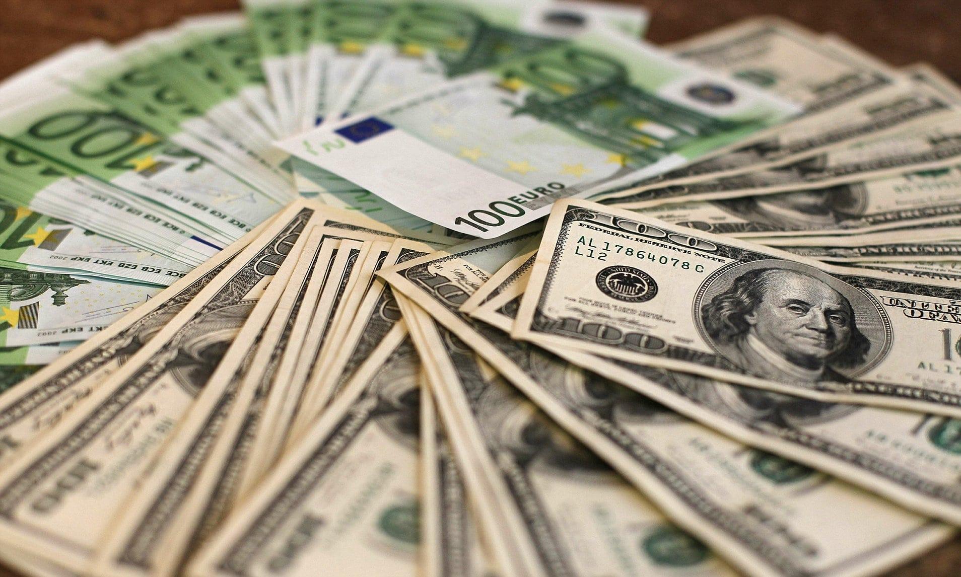 Взлет доллара замедлился: Нацбанк обновил официальный курс. Новости Украины