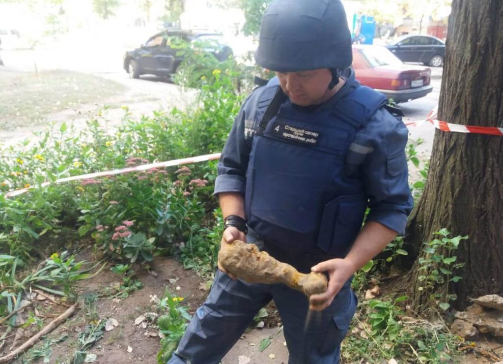 «Страшная находка»: на улице Днепра нашли взрывоопасный предмет