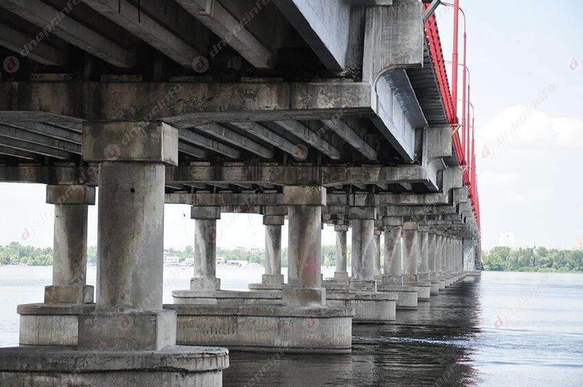 «Только открыли»: вандалы «разбирают» Новый мост на части. Новости Днепра