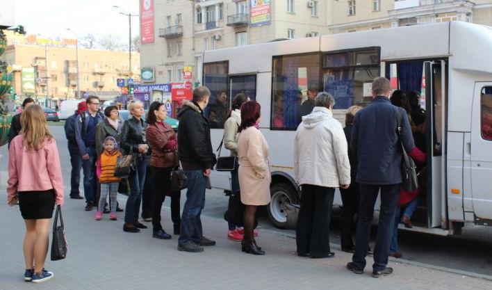«Битва за место» в маршрутках: «транспортный коллапс» продолжается. Новости Днепра