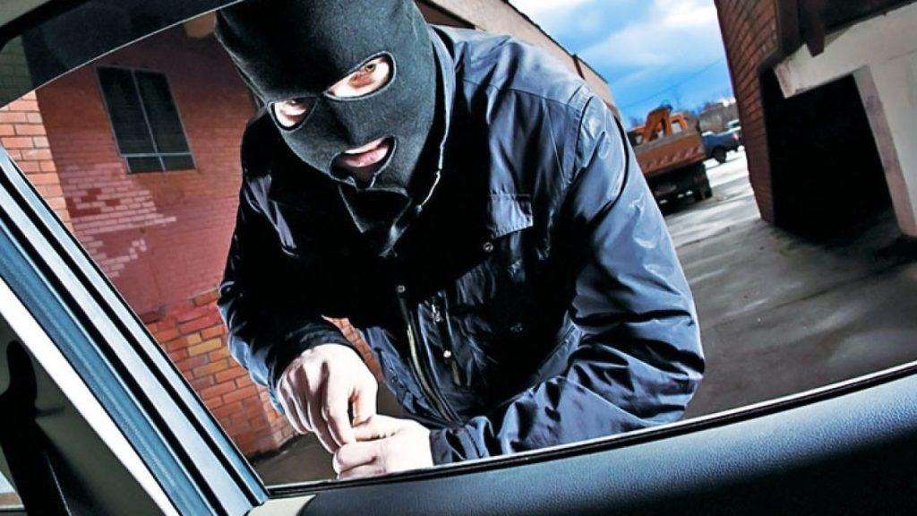 Угнал прямо со двора: полицейские вычислили угонщика. Новости Днепра