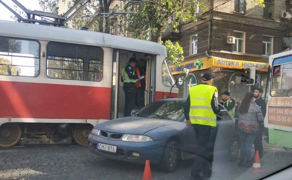 В Днепре из-за ДТП остановились трамваи и троллейбусы. Новости Днепра