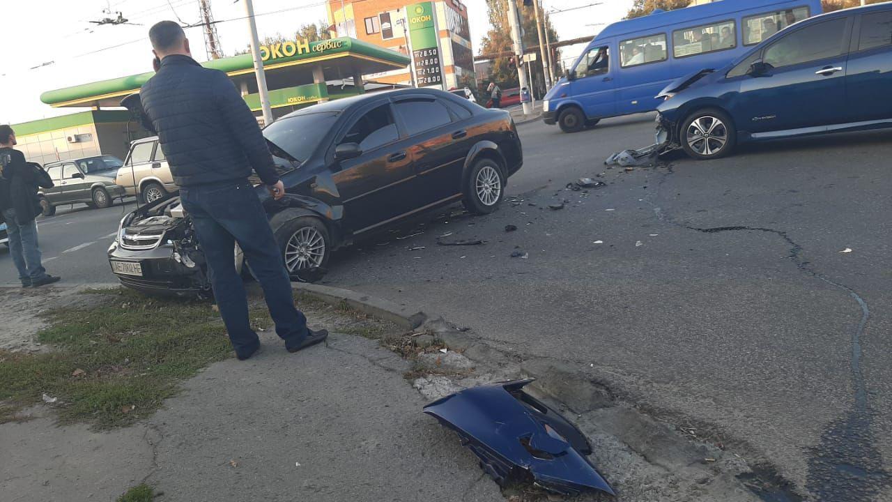 Запчасти разбросало по дороге: Днепр в пробках из-за ДТП. Новости Днепра