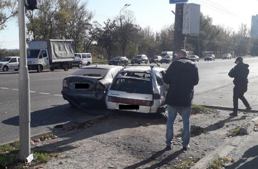 Мужчину увезли на носилках: в Днепре разбились 2 автомобиля. Новости Днепра