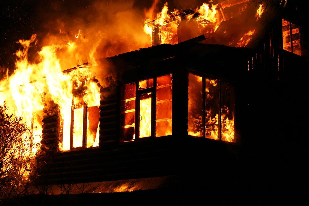 Мужчина чуть не сгорел в собственном доме. Новости Днепра