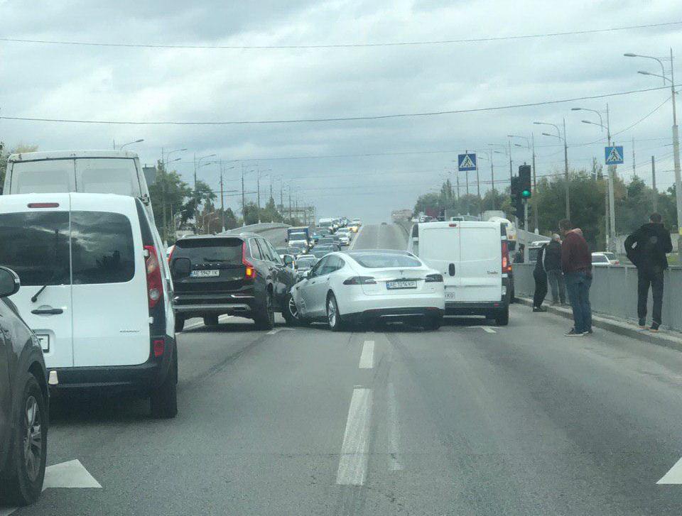Столкнулись 4 авто: образовалась большая пробка. Новости Днепра