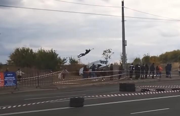 Во время гонок авто сбило зрителя. Новости Украины