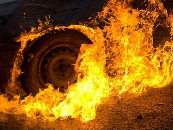 Загорелся на ходу: посреди дороги пылал автомобиль. Новости Днепра