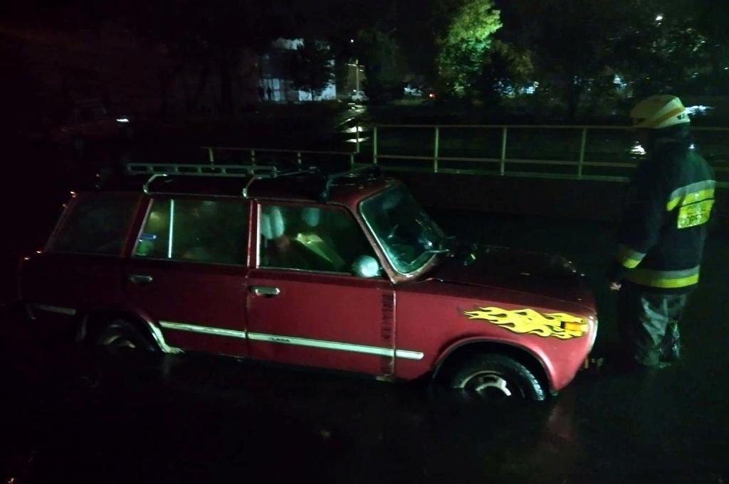 Спасатели освободили авто. Новости Днепра