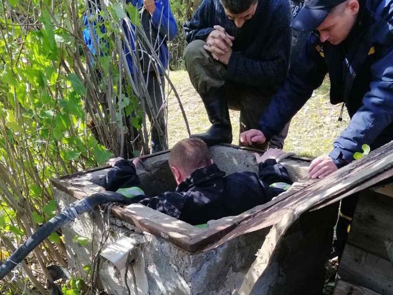 Оказался в ловушке: мужчина провалился в колодец. Новости Днепра
