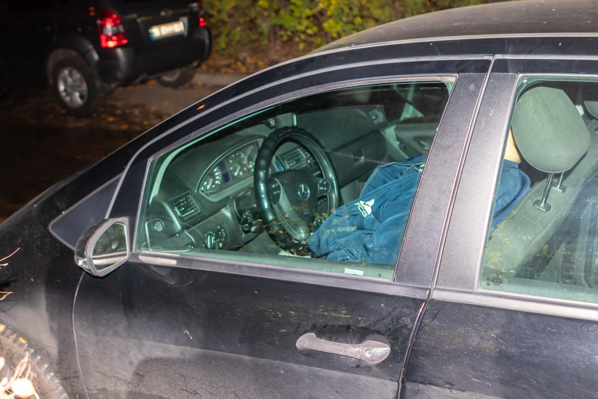 В автомобиле в Днепре найдено тело мужчины. Новости Днепра