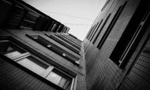 Погиб на месте: мужчина упал с 9-го этажа