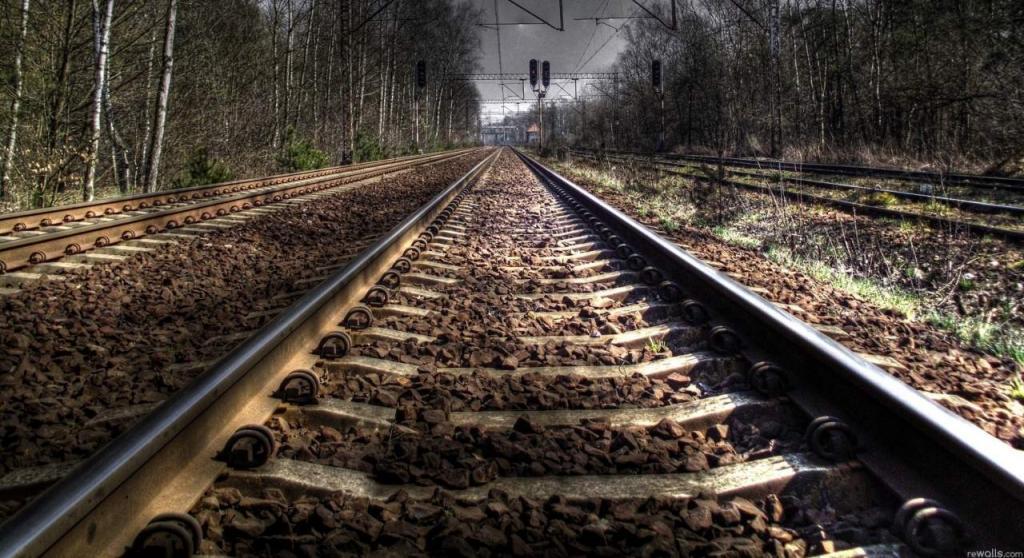ЧП на железной дороге: поезд сбил человека. Новости Днепра