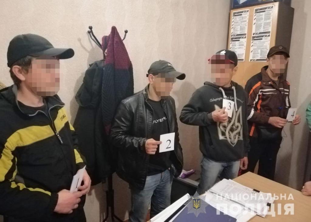 Вырвал телефон из рук: мужчина ограбил 8-летнего мальчика. Новости Днепра