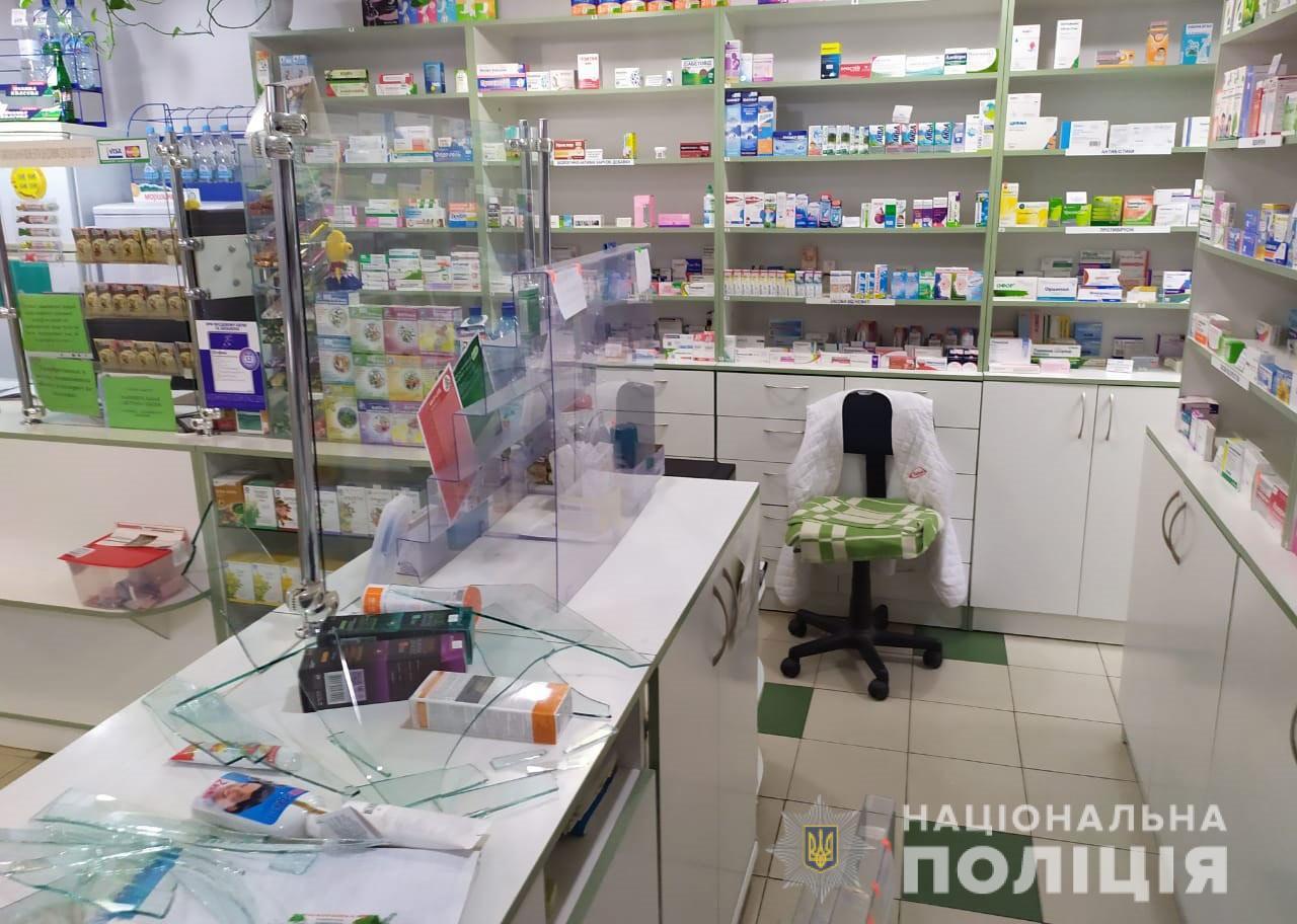 «В маске и с ножом»: разбойное нападение на аптеку. Новости Днепра