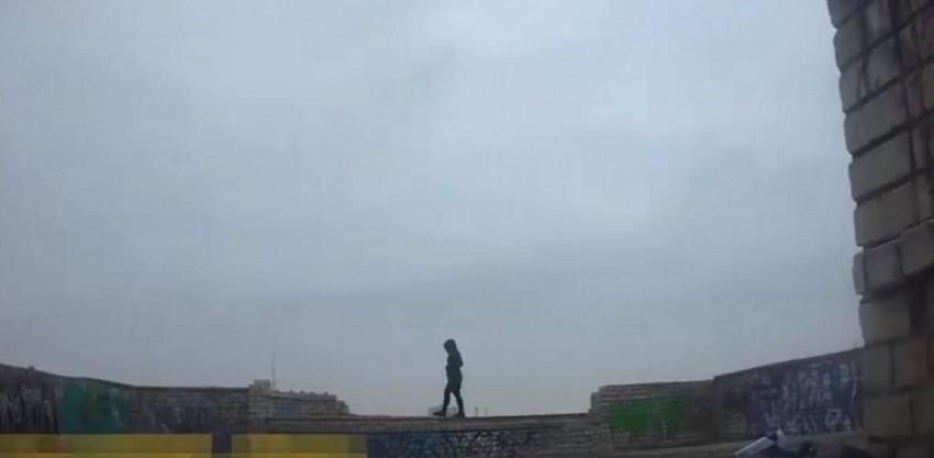 В Херсоне девушка собиралась спрыгнуть с крыши в прямом эфире. Новости Украины
